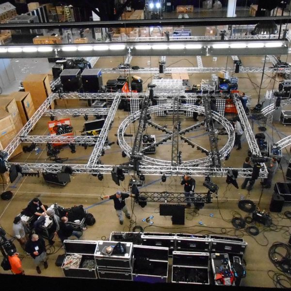 NAMM-2013-setup-truss-hallb